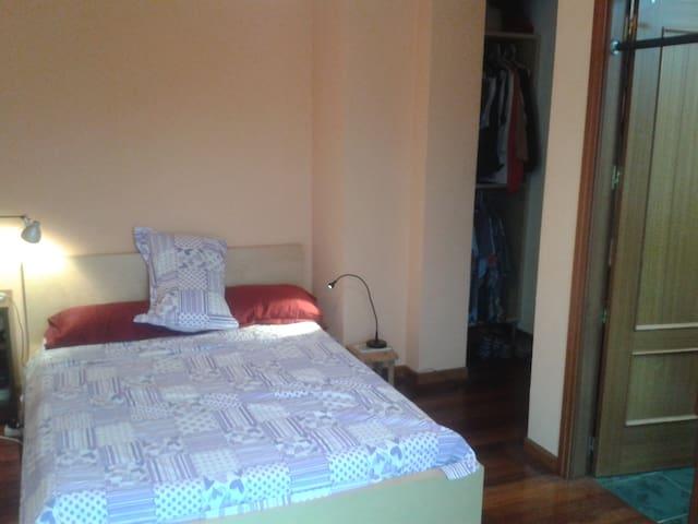 habitación doble con baño privado - Santa María de Cayón - Lägenhet