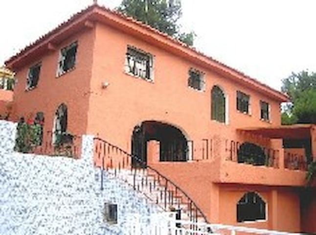 BIG HOUSE 6 ROOMS FOR HOLIDAYS, WEE - Torrent