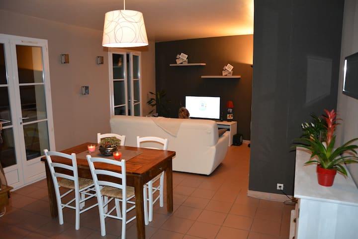 Appartement spacieux, bien situé - Neuville-sous-Montreuil - Apartemen