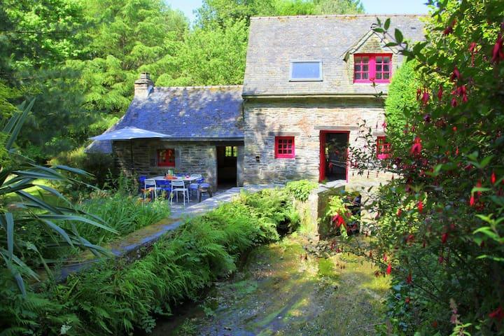 Séjour charme au Moulin de Beuzidou - Saint-Urbain - Casa