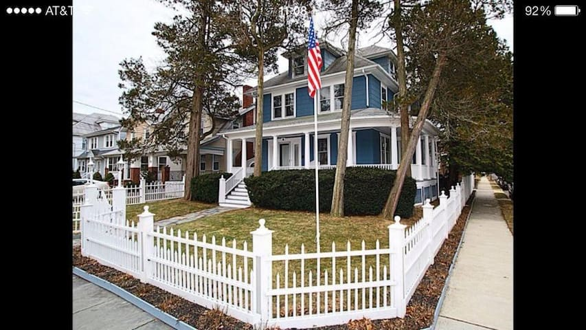 The Blue House - Asbury Park - Maison