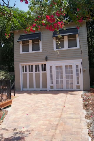 Carriage House studio apartment - Clearwater