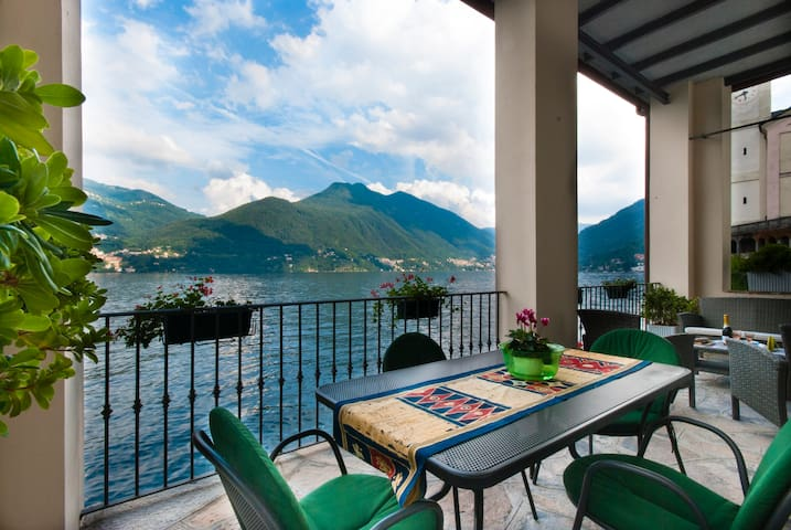 Great Terrace directly on Lake Como - Brienno
