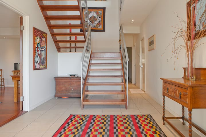 A Trendy townhome & your own SPACE - Wilston - Casa