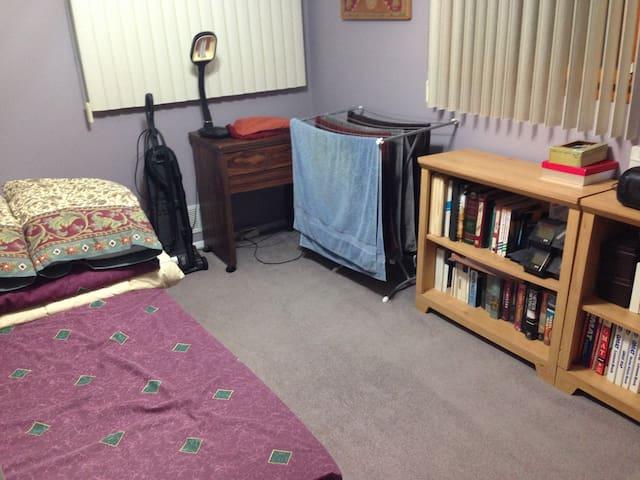 Bedroom at our House - Matawan - Huis