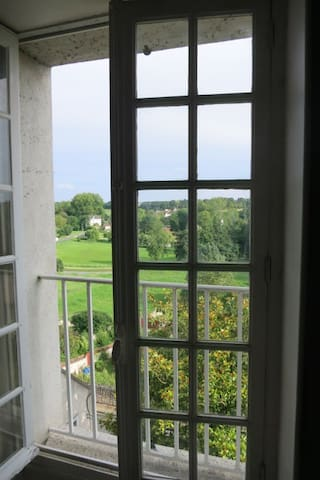 Room with view on the valley. - Château-Landon - 家庭式旅館