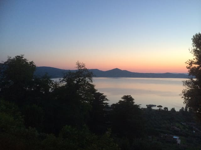 LOVELY LITTLE HOUSE WITH A VIEW - Bracciano - Rumah