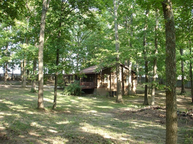 Log Cabin on wooded acre - Tuscumbia