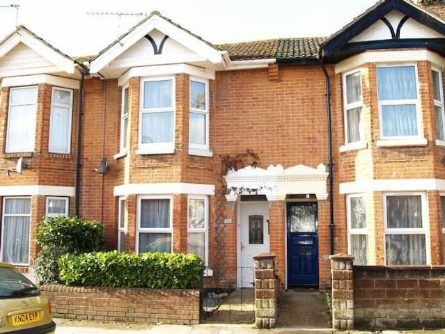 Lovely double room w/ parking! - Eastleigh - Casa