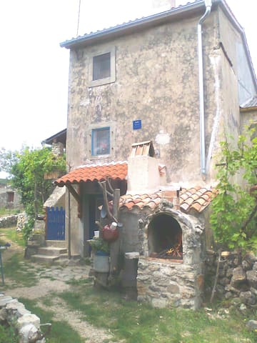 Authentic old house in the country - Cres - Daire