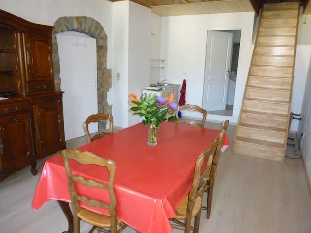 Studio av.SDB ds maison villageoise - Buvilly - Appartement