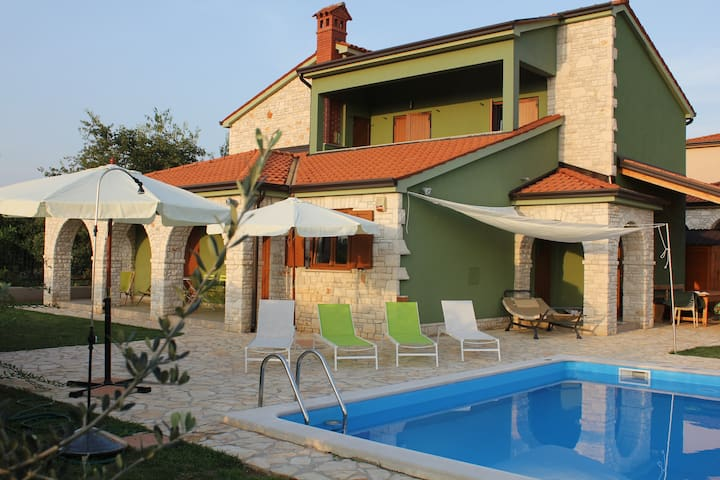 apartment in villa,exclusive pool .Relax and sun - Galižana - Apartemen