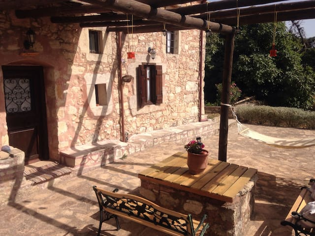 Theano traditional guesthouse - Vamos - Hus