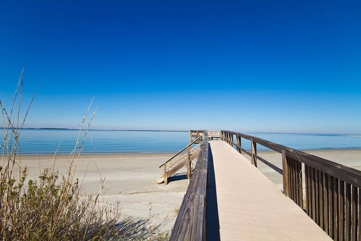 Beachside Hideaway w/ Sunset Views! - Tybee Island - Departamento
