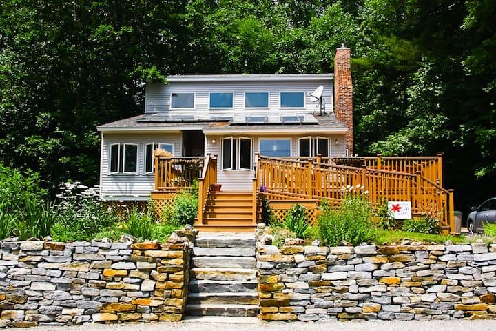 Sweet New England Lakefront Home! - Munsonville - Ev