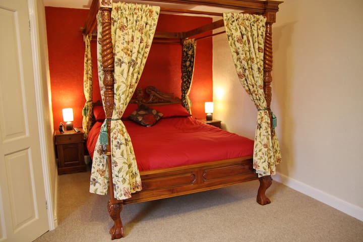 Four Poster room @ Angel Guesthouse - Tiverton - Inap sarapan