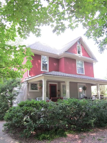 One or two bedrooms & Private Bath - Goshen