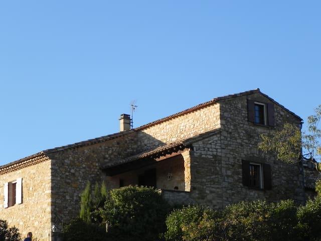 Maison typique près d'Uzès - Foissac - Hus