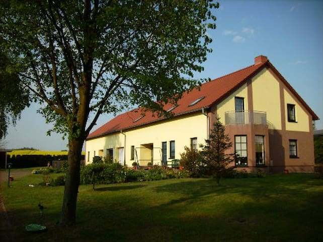 1 cozy apartment for 2 with parking - Alt Schwerin - Daire