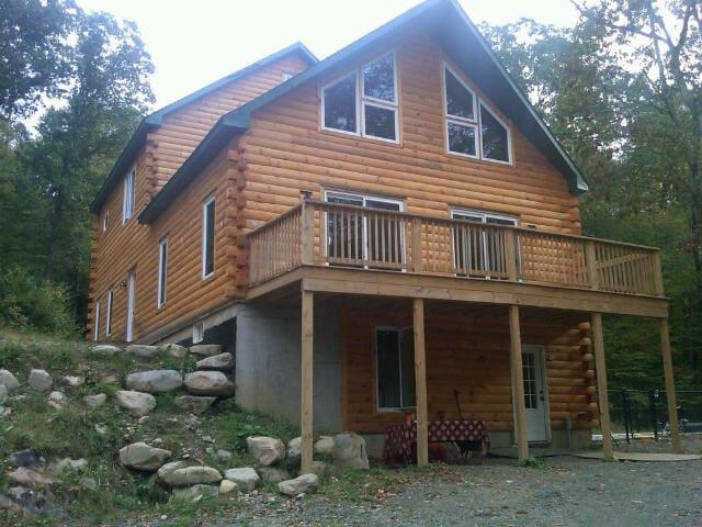 Magical Log Chalet and Sauna - 15p  - East Chatham