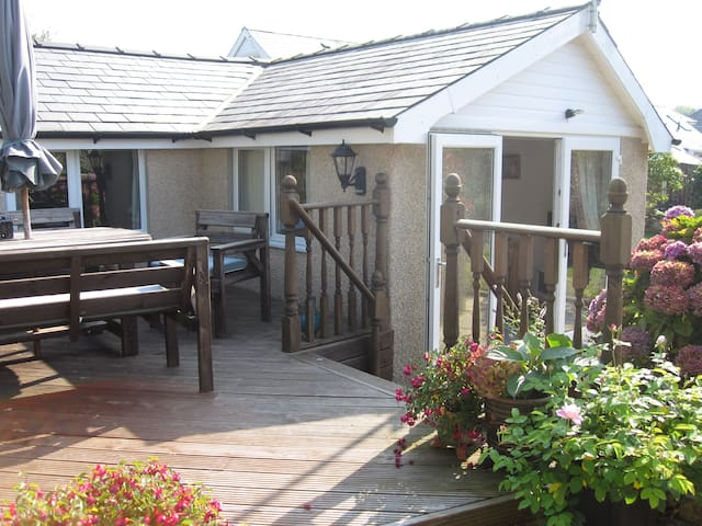 Lovely Cottage close to the beach - Llanbedrog