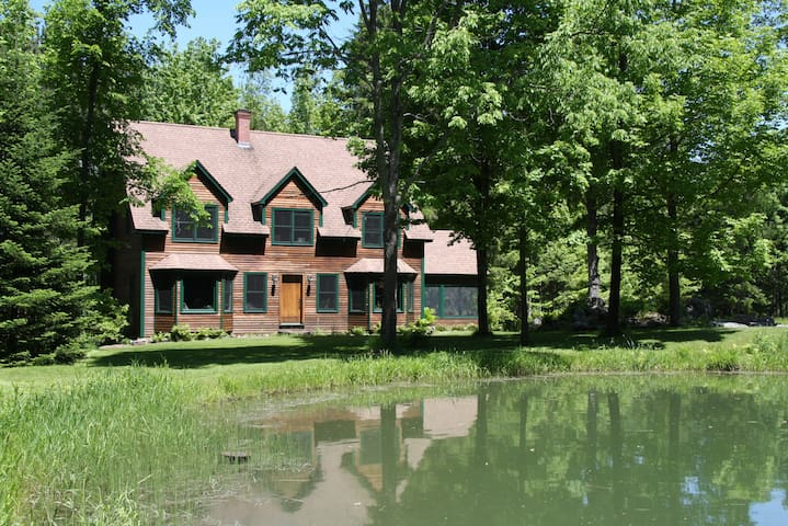 Private, Casual, and Child Friendly - Elmore - Hus