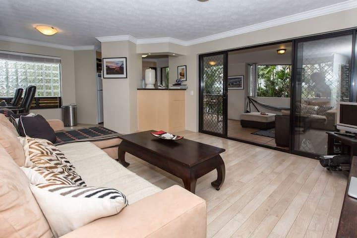 2 Bedroom/ bathroom apartment Furb. - New Farm - Apartemen