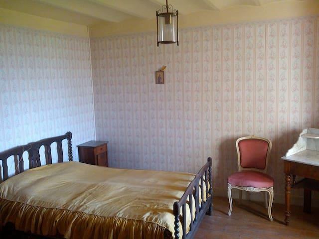 Small apartment in a castle - Moissieu-sur-Dolon
