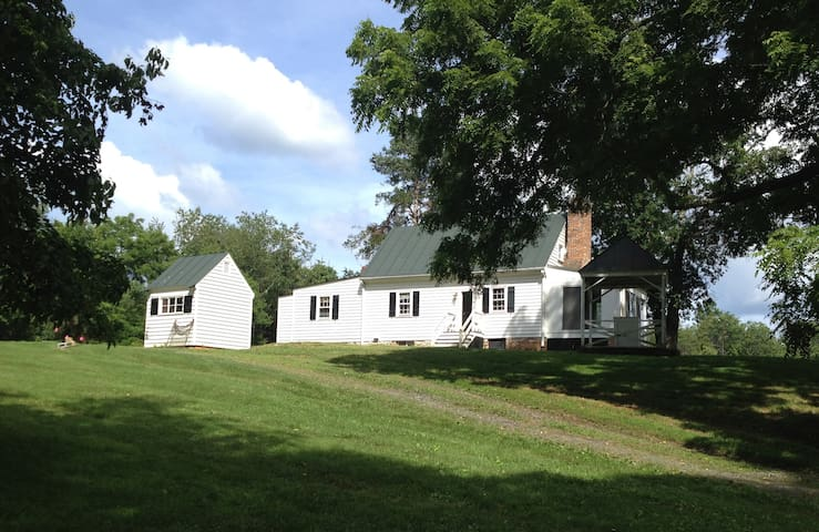 Historic House Near Charlottesville with Bunkhouse - Barboursville