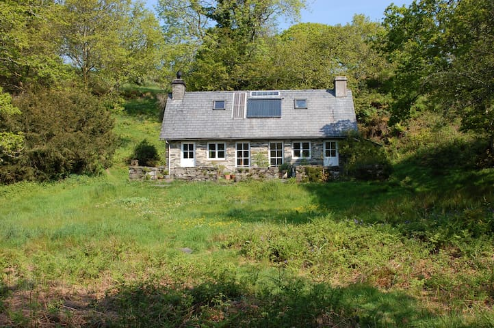 Secluded cottage set in 30 acres - Maentwrog