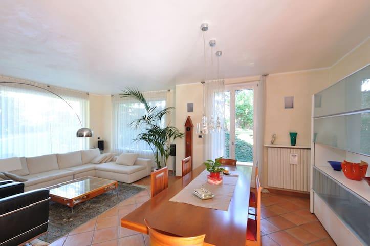 Tranquilla casa immersa nel verde - Carate Brianza - Maison