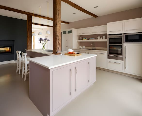 NEW Barn Conversion+big garden! - Tewkesbury - 家庭式旅館