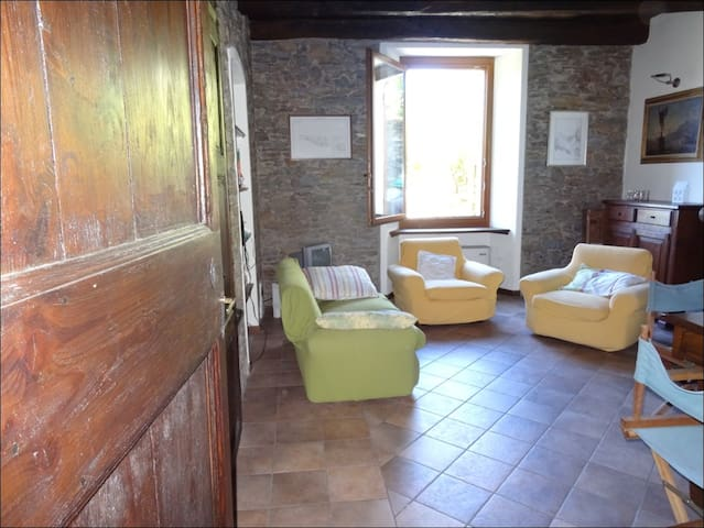 Rural house for rent with garden CH - Bassano - Cabaña