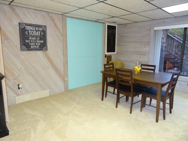 Cute, private, basement apartment - Clarkston - Appartement