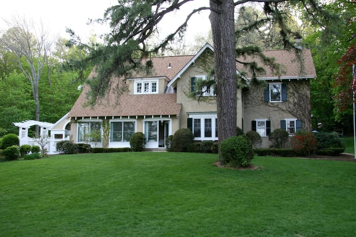 Howarth House Bed and Breakfast - Fitchburg - Bed & Breakfast