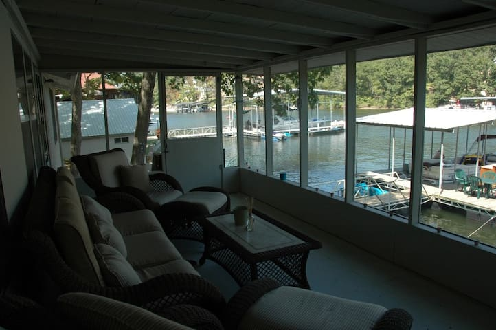 Peace and Serenity Lake Front Home - Rocky Mount - Casa