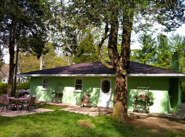 Z Green Cottage in Glenn Mich - South Haven Charter Township - Casa