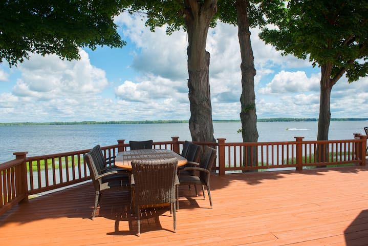 Expansive 4BR Custom Lake Estate - Brewerton