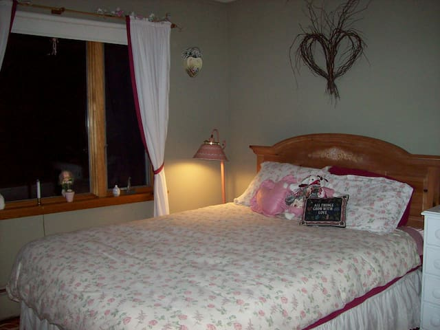 HEARTS AND FLOWERS--ROMANTIC SPOT! - Remsen - Bed & Breakfast