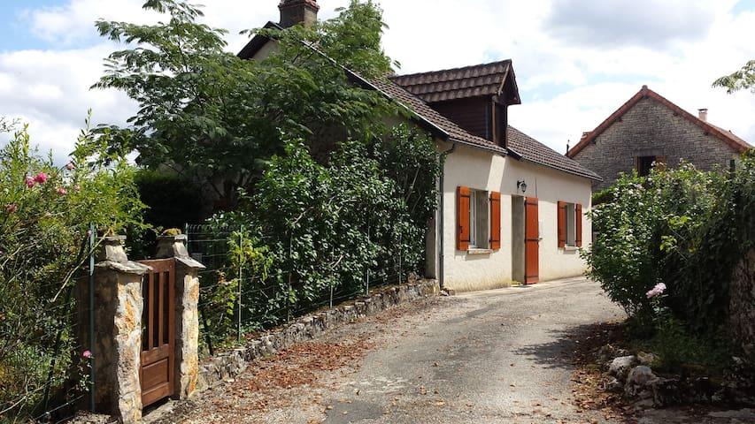 Charming house in quiet hamlet - Ajat - Hus