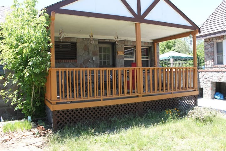 Completely PRIVATE!  2BR cottage!!! - Mount Shasta - House