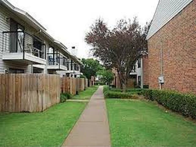 Cozy Condo- near OU Lloyd Noble Ctr - Norman - Huoneisto