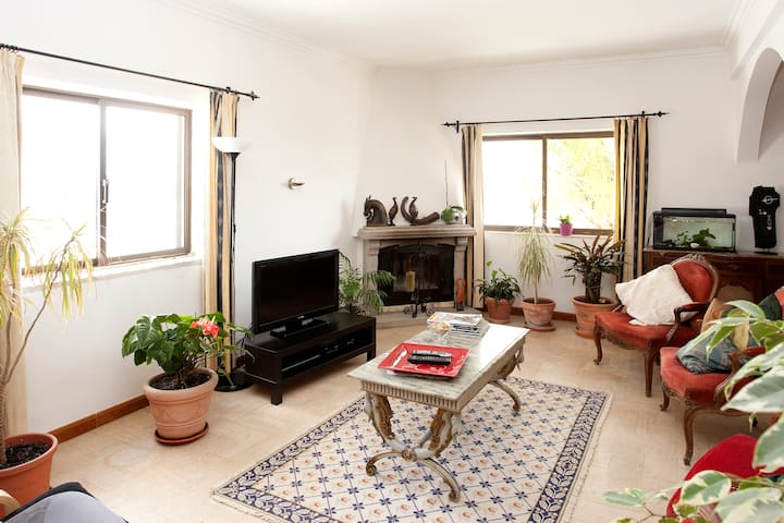 Comfortable Room-Breakfast & WiFi! - Loures - Huis