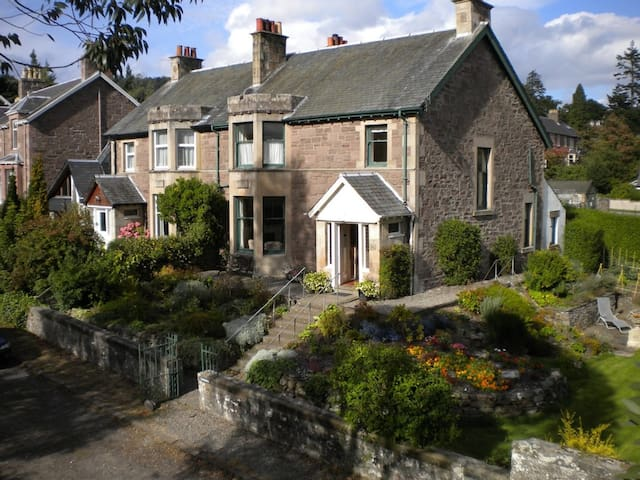 Large family home sleeps up to 10. - Crieff - Dom