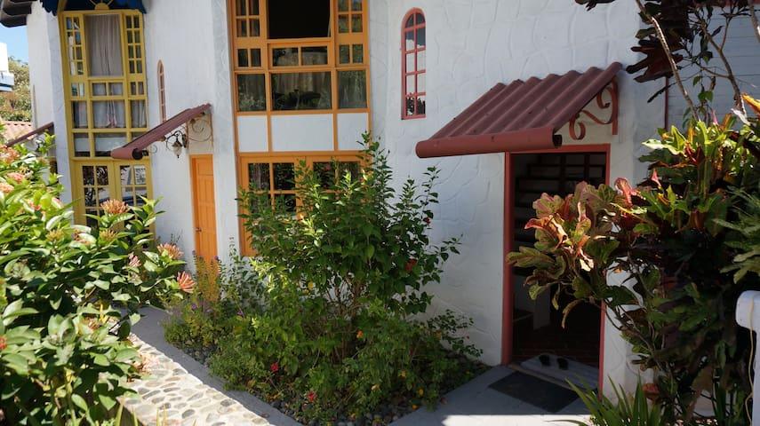 Charming Isla Taboga Townhouse With Stunning View - Taboga - Condo