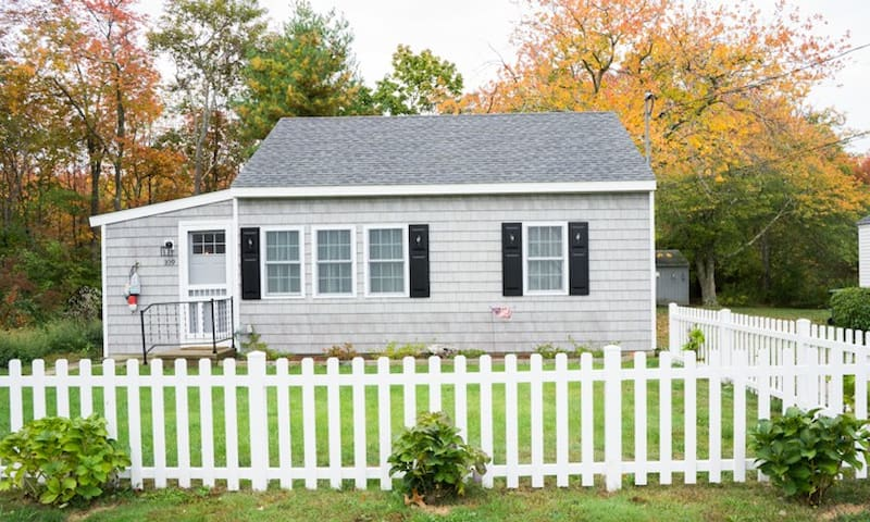 Cozy New England, shoreline cottage - Westbrook - 一軒家