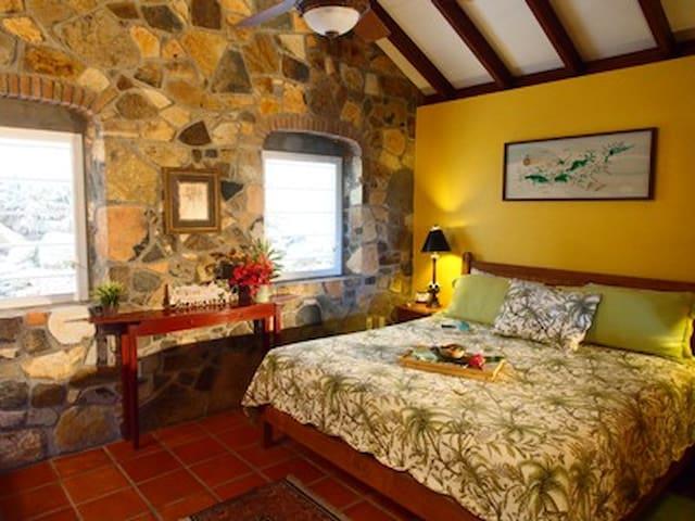 Cactus Flower Cottage - Fish Bay
