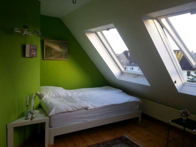 Schönes Zimmer mit Komfort - Esslingen - Hus