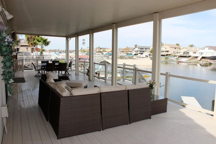 Single Story Vacation Home on Water - Discovery Bay - Ev