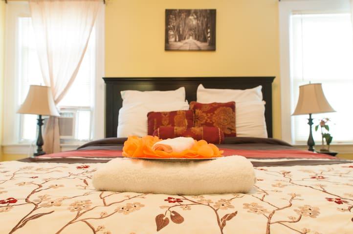 Jupiter Suites, Rm #3- (JFK) - Queens - Bed & Breakfast